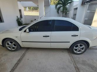ford-mondeo-4-puertas-clima