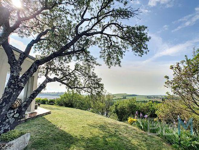 villa avec vue exceptionnelle sur l'estuaire de la gironde