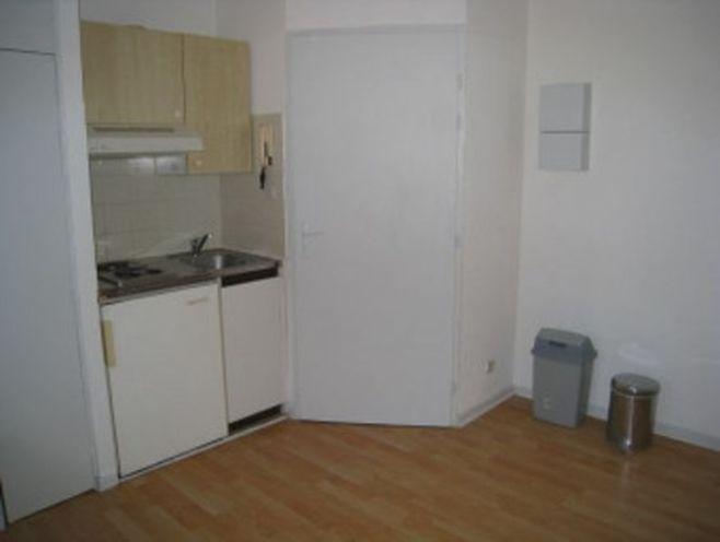 quartier republique / lycee carnot: studio avec séjour coin kitchenette  placard/penderie